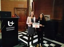 Inès Hamouda recibiendo el premio